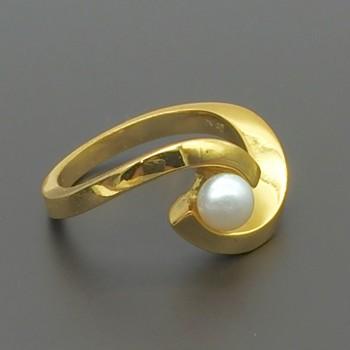Ασημένιο επίχρυσο δαχτυλιδι με μαργαριτάρι